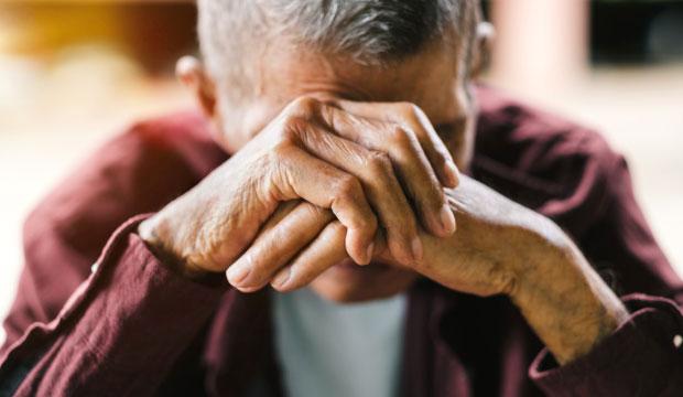 Dénoncer l'exploitation d'une personne âgée