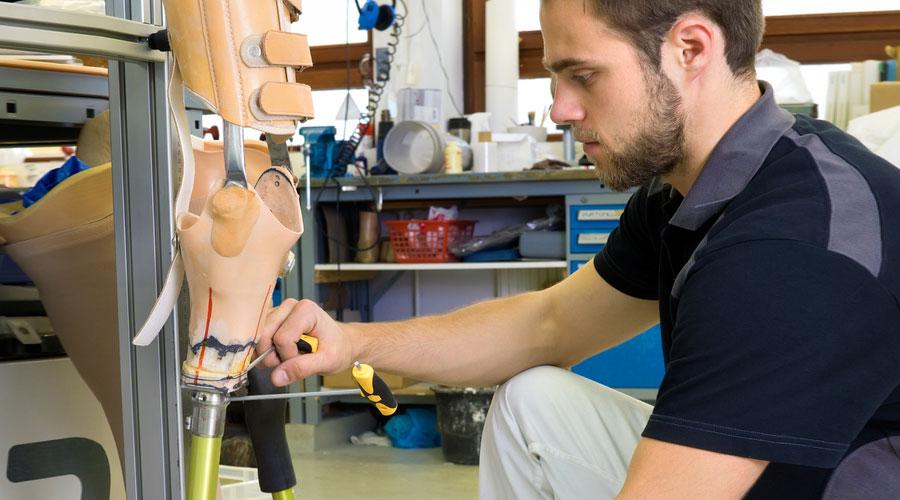 Emploi en santé : technicien en orthèses et prothèses